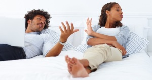 relationship_conflict_couple_in_bed